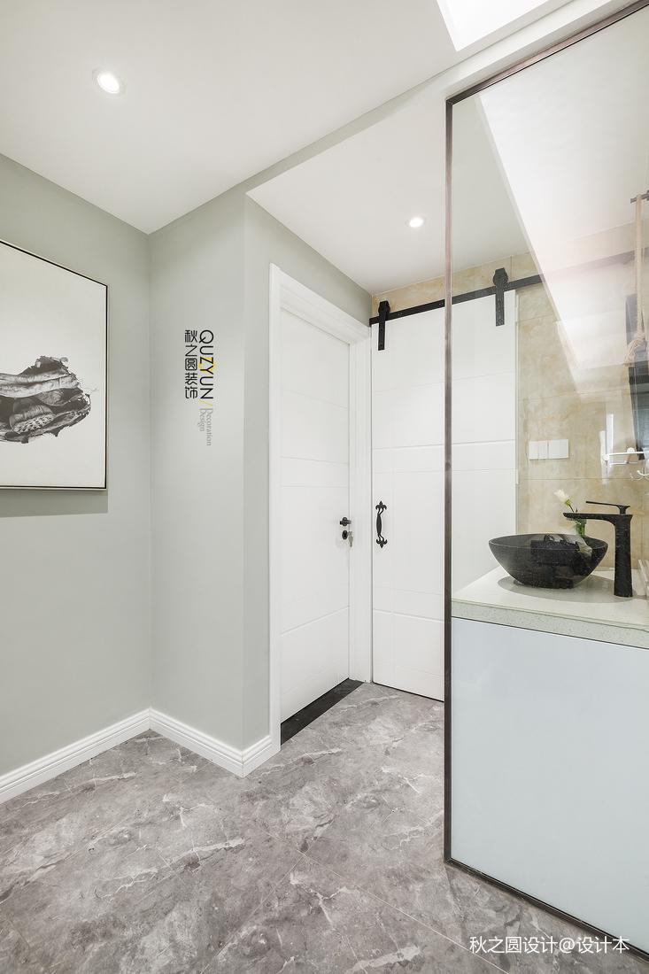 轻奢60平北欧二居卫生间装修案例卫生间门北欧极简卫生间设计图片赏析