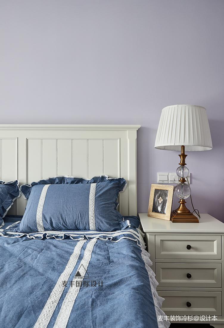 美式三居儿童房床头灯设计图卧室美式经典卧室设计图片赏析