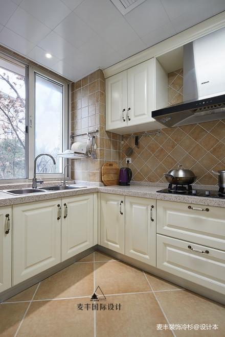 优雅106平美式三居厨房布置图餐厅