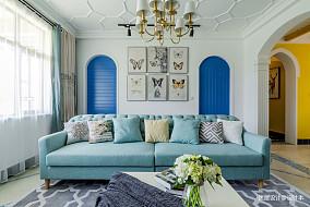 优雅美式三居沙发背景墙设计
