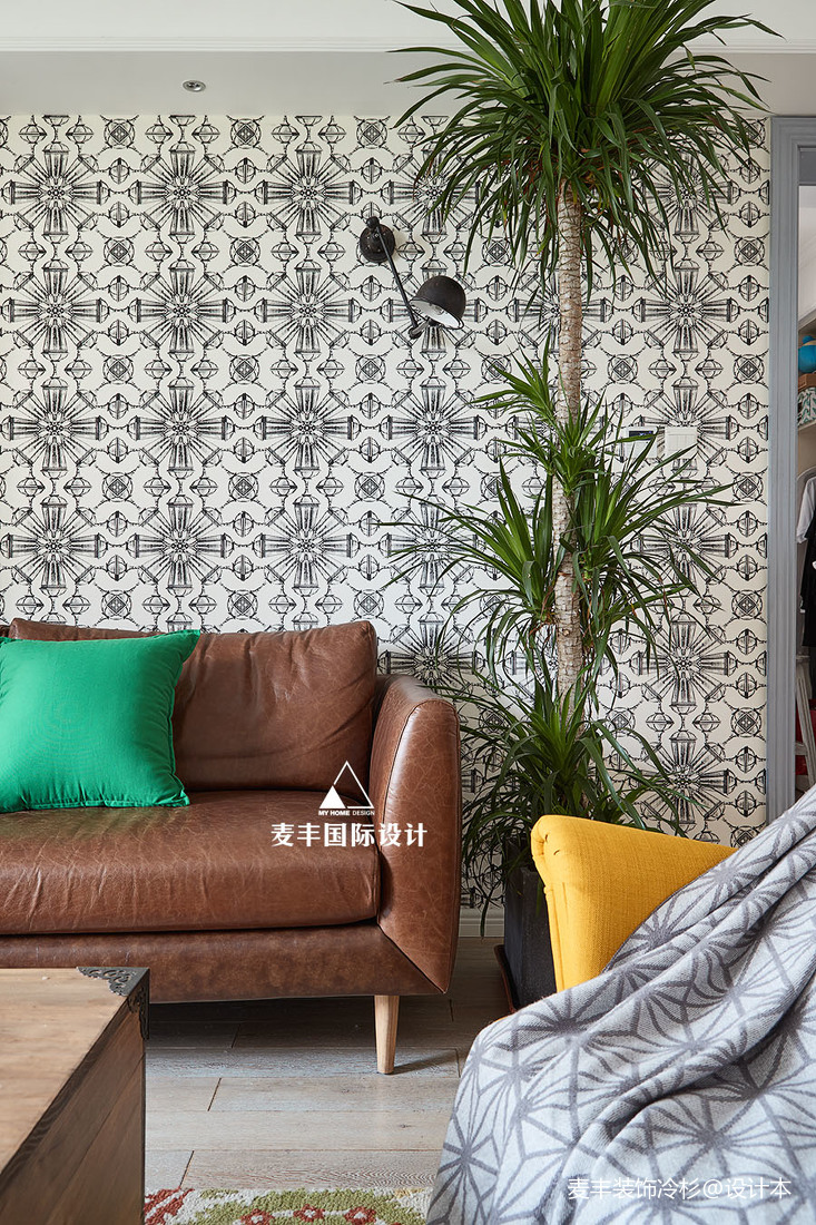 浪漫82平混搭三居客厅效果图欣赏客厅