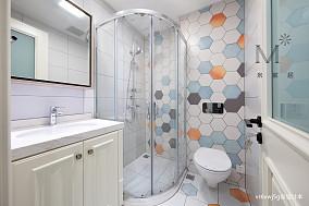 浪漫70平美式复式卫生间装修装饰图复式美式经典家装装修案例效果图