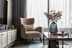 悠雅95平美式三居客厅装饰图