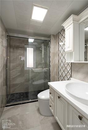 华丽87平美式三居卫生间装修设计图