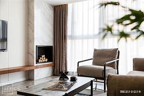 精致102平现代三居客厅布置图