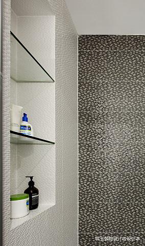 优美52平现代复式卫生间装饰图