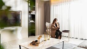 2019140平现代四居客厅装饰图片