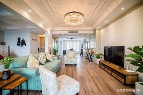 2019250平美式复式客厅装修图