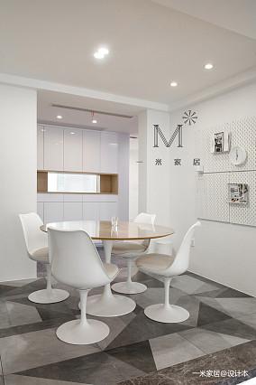 平简约三居设计案例三居现代简约家装装修案例效果图