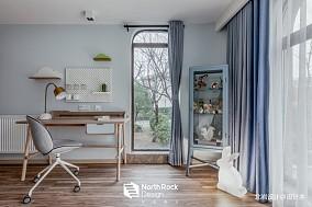 安和混搭风儿童房书桌设计