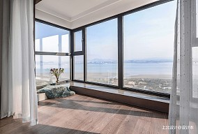 四居中式风阳台设计