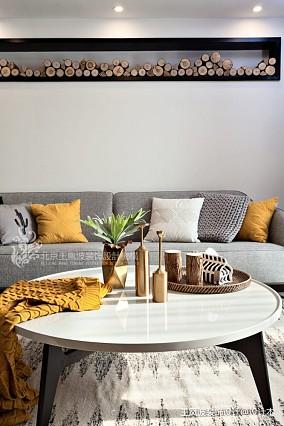 现代风格三居客厅茶几设计