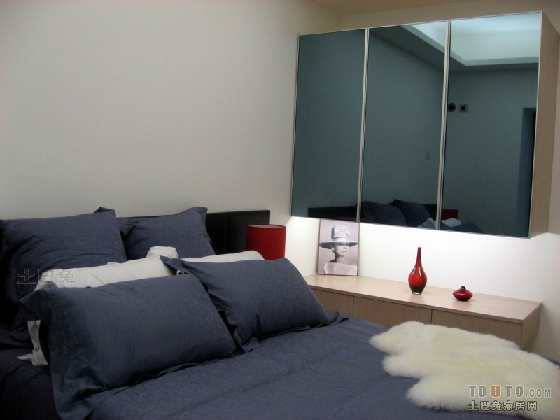 热门70平米二居卧室混搭装修设计效果图片大全卧室潮流混搭卧室设计图片赏析