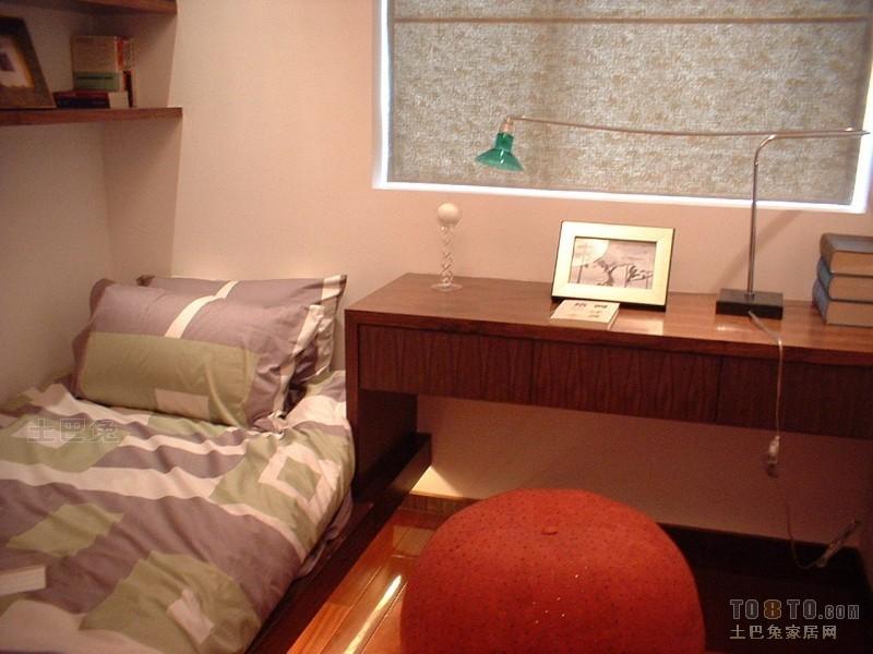 82平二居卧室混搭装修效果图卧室潮流混搭卧室设计图片赏析