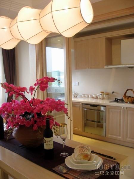 华丽88平混搭三居厨房布置图餐厅潮流混搭厨房设计图片赏析