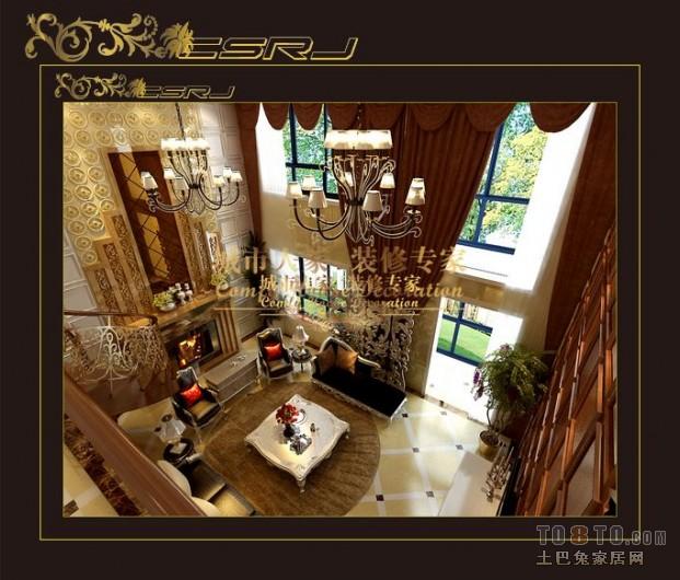 奢华、宫廷式的复古,大量的 镂空造型烘托了高调的氛围,使人耳
