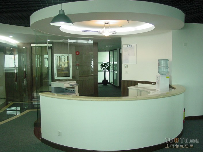 圆形办公室前台设计