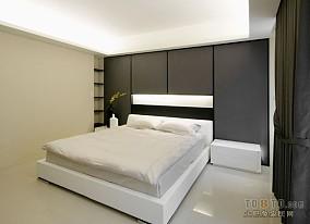 质朴140平混搭四居客厅装修美图