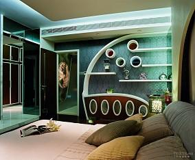 89平米三室两厅主卧装修