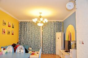 后现代小户型客厅窗帘效果图